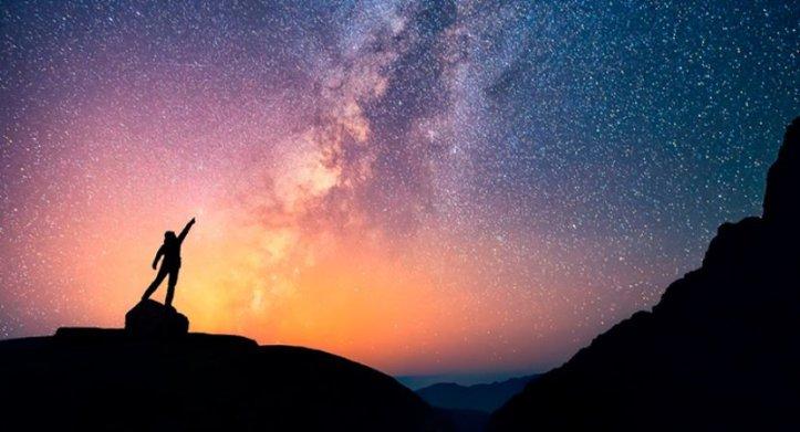 O-Universo-é-maior-que-o-seu-umbigo-site-830x450